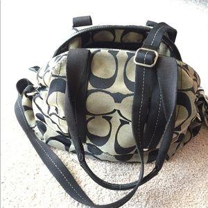 ❤️Authentic Coach purse 👛. Black C signature ❤️